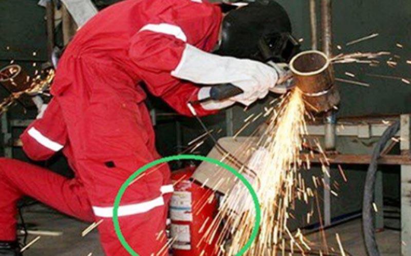 Không để bình chứa khí tiếp xúc trực tiếp với tia lửa điện