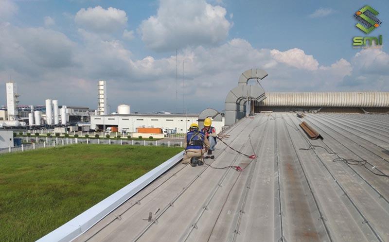 Lắp đặt các tấm lợp mái thẳng hàng là một nguyên tắc quan trọng trong xây dựng nhà xưởng