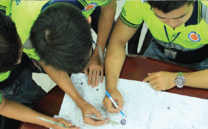 Đội ngũ kỹ sư tại Công ty gia công cơ khí Hoàng Lâm