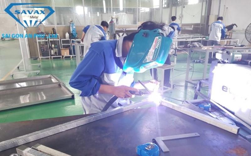 Xưởng sản xuất gia công cơ khí của công ty Vạn Xuân
