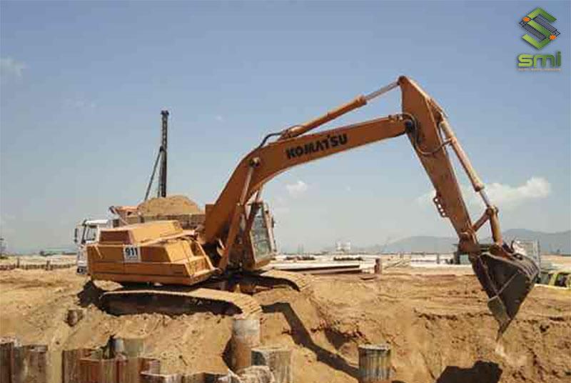 Nên sử dụng sự hỗ trợ của máy đào để tiết kiệm tối đa thời gian và công sức lao động
