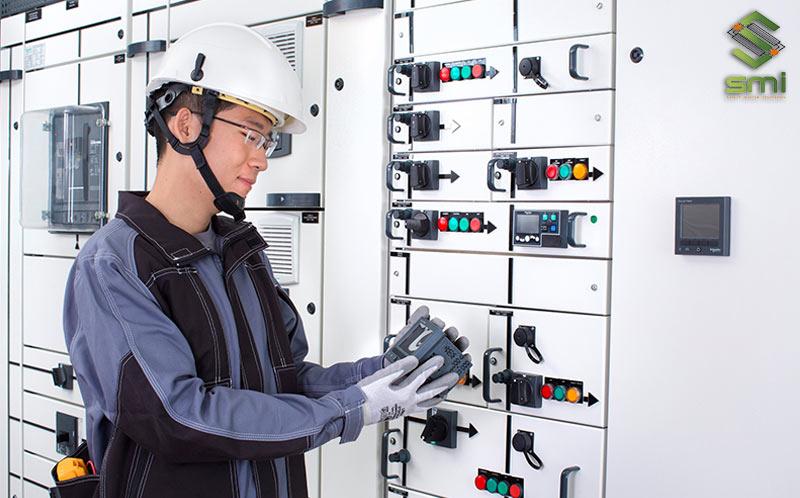 Hệ thống điện công nghiệp cần nhiều loại trang thiết bị khác so với điện dân dụng