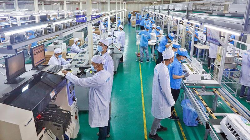 Lắp đặt hệ thống điện lạnh cho nhà xưởng sản xuất linh kiện để đảm bảo tiêu chuẩn sản phẩm đầu ra