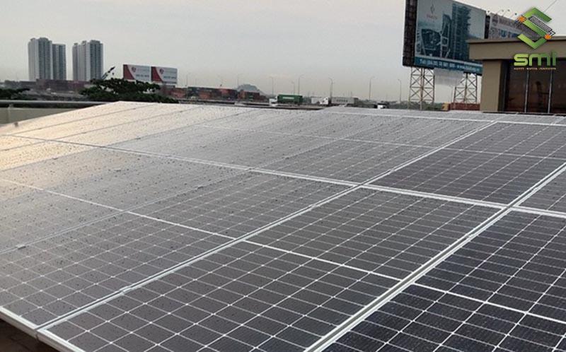 Diện tích mái lớn thuận tiện cho việc lắp đặt điện mặt trời nhà xưởng
