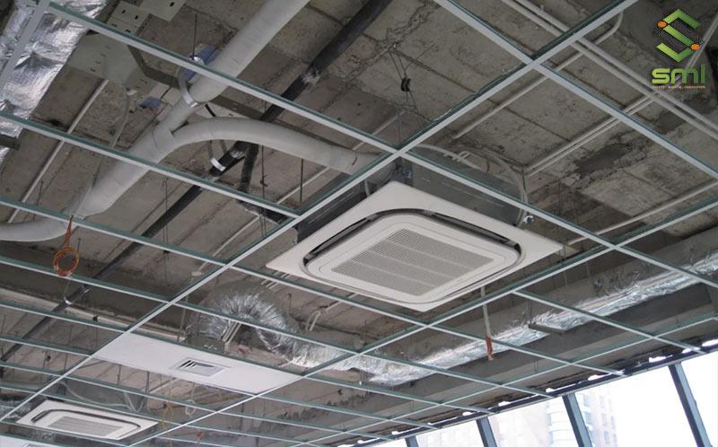 Sử dụng hệ thống điều hòa sẽ giúp kiểm soát và làm mát nhà xưởng một cách nhanh chóng