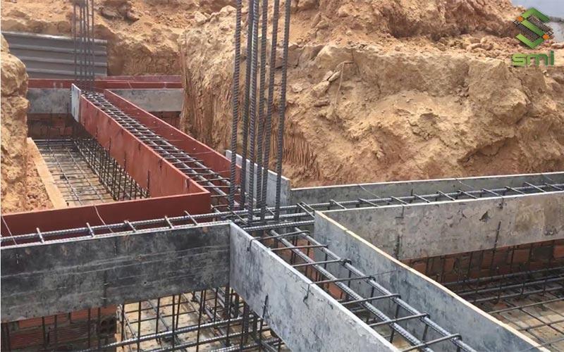 Ván ép được sử dụng để định hình kết cấu trước trong quá trình đổ bê tông