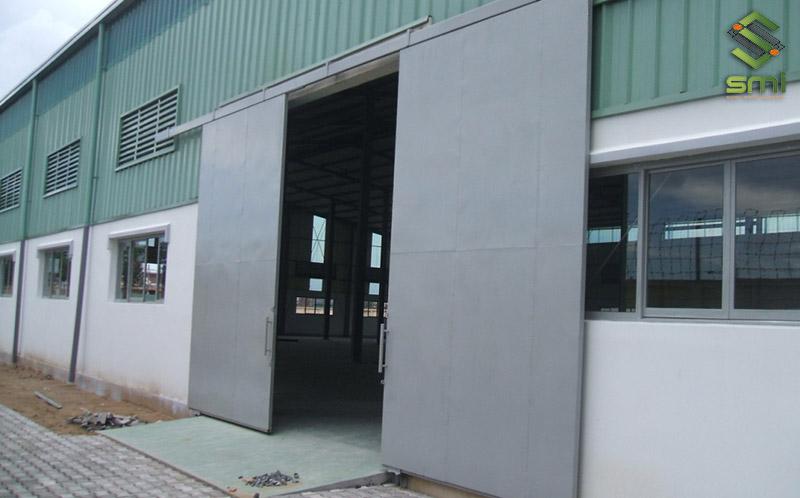 Hệ thống thông gió kết hợp làm mát nhà xưởng tự nhiên khá là tiết kiệm chi phí, dễ dàng sử dụng