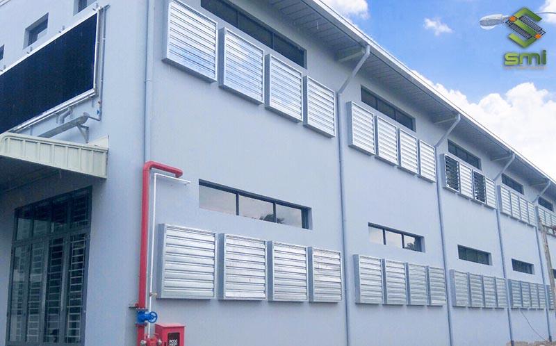 Biện pháp thông gió tự nhiên sử dụng nhiều các lam gió và cửa sổ