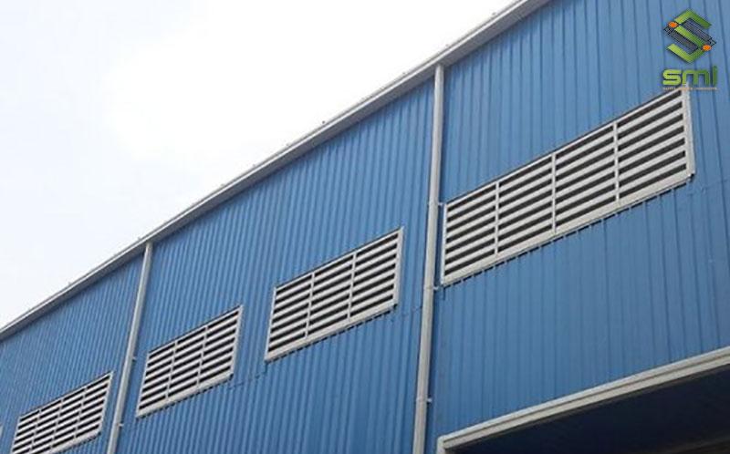Lam gió có tác dụng điều chỉnh luồng gió vào trong nhà xưởng giúp làm mát một cách hiệu quả nhất