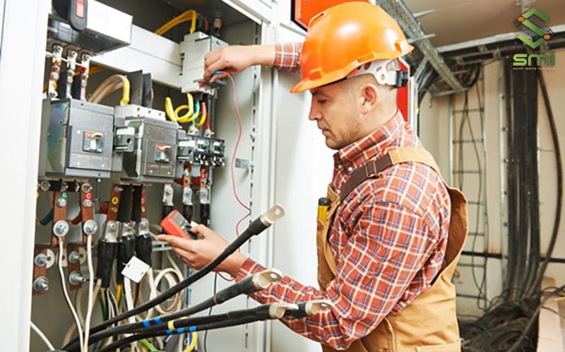Khi lắp đặt tủ điện nhà xưởng cần đúng theo bản thiết kế cũng như đảm bảo được mức độ an toàn khi sử dụng