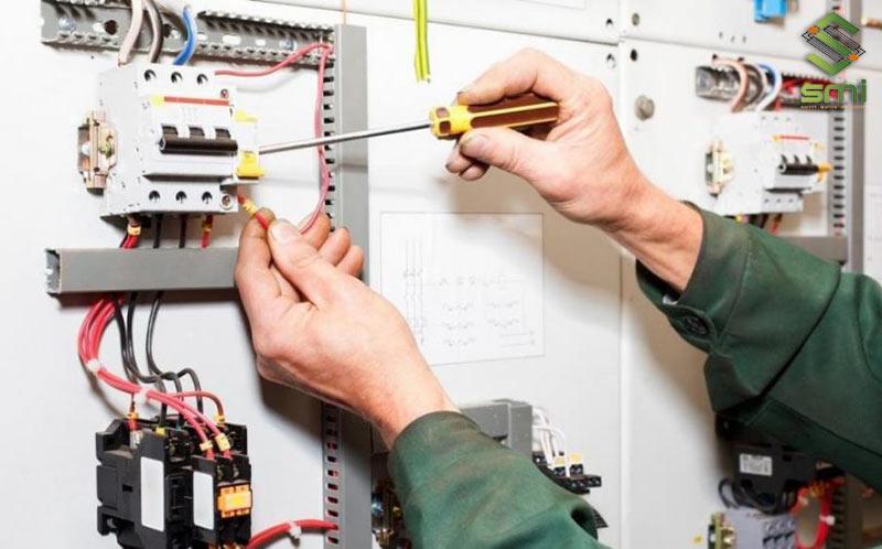 Hệ thống điện công nghiệp cần được lắp đặt chắc chắn, gọn gàng và đảm bảo an toàn sử dụng.