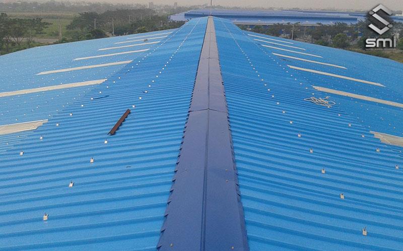 Mỗi loại vật liệu tạo nên mái nhà xưởng sẽ cần đáp ứng các tiêu chuẩn riêng