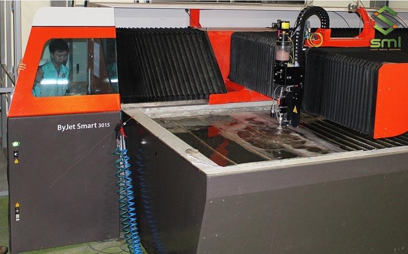 Hệ thống máy móc hiện đại được áp dụng trong gia công cơ khí theo yêu cầu tại Hà Nội