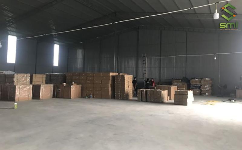 Nhà xưởng 200m2 với kết cấu thép tiền chế và dựng tôn làm tường bao được sử dụng làm kho chứa