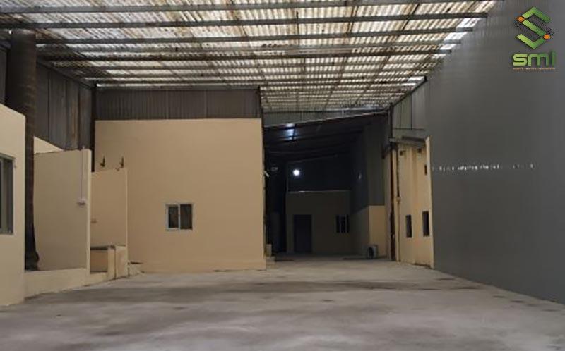 Nhà xưởng nhỏ với diện tích 300m2 rộng rãi, có thể bố trí nhiều khu vực sản xuất