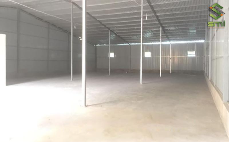 Nhà xưởng diện tích 200m2 với thiết kế đơn giản có thể dùng làm gara xe, nhà kho,...