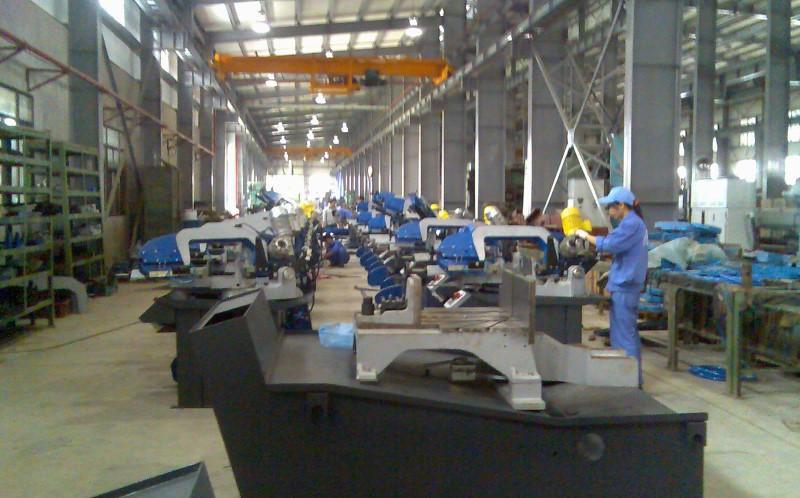 Bên trong nhà máy Hameco với dây chuyển máy móc lớn và hiện đại