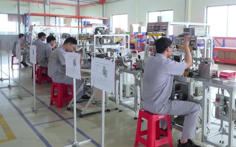 Bên trong nhà máy công ty Đồng Quang