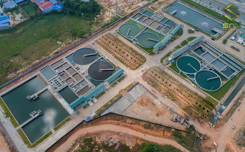 Hệ thống xử lý nước thải công nghiệp được đặt cách xa khu vực sản xuất