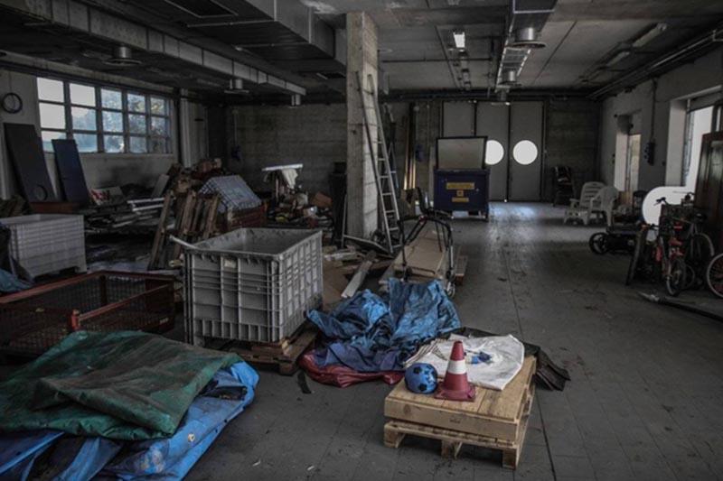 Nhà xưởng bừa bộn gây mất an toàn trong gia công cơ khí