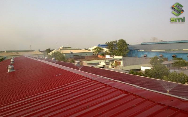 Cách làm mát nhà xưởng bằng phun nước mái