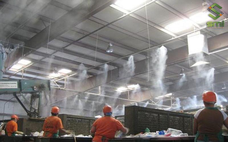 Phun sương trong nhà xưởng vừa giải quyết được bài toán về nhiệt độ mà vừa cải thiện vấn đề bụi khi sản xuất