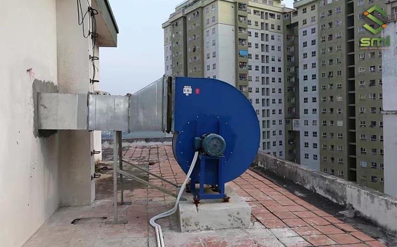 Quạt hút thông gió ly tâm được lắp đặt tại mái nhà xưởng