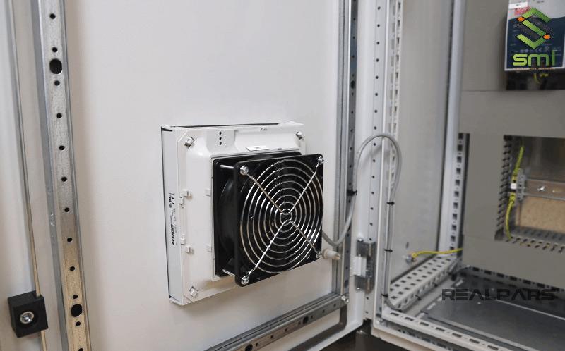 Quạt thông gió cho tủ điện hoạt động dựa vào nguyên lý hút và thổi khí nóng ra ngoài