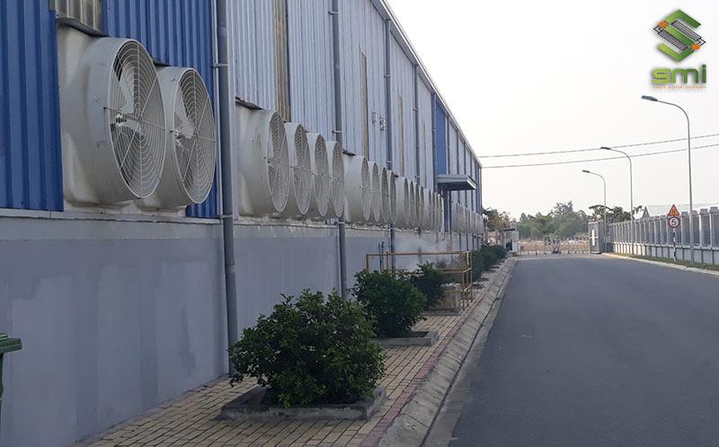 Hệ thống thông gió giúp tăng lưu thông thông khí trong và ngoài nhà xưởng