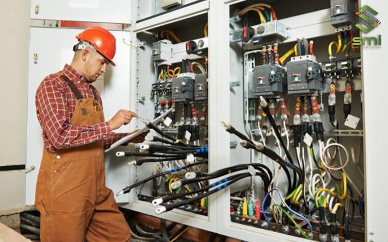 Cần tính toán về số lượng thiết bị sẽ sử dụng trong tủ điện để đảm bảo hiệu quả và không bị lãng phí