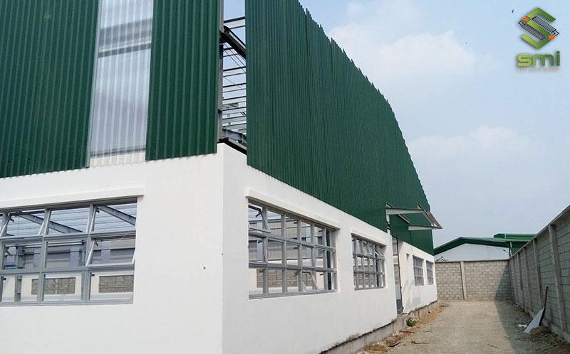 Vách ngăn và tường bao quanh nhà xưởng