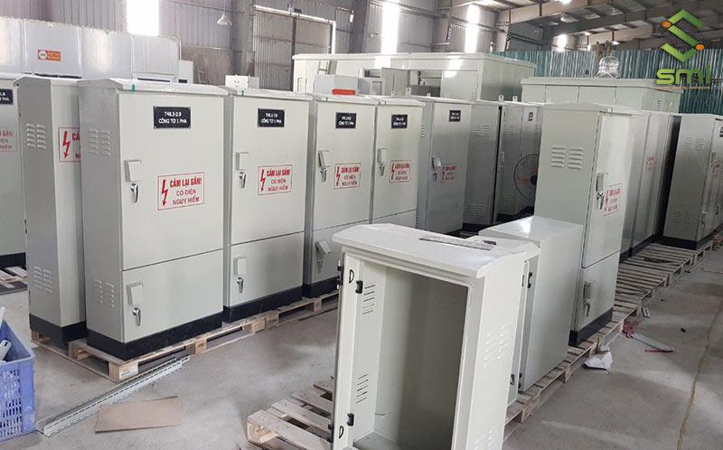 Tùy theo số lượng thiết bị điện sử dụng mà doanh nghiệp có thể lựa chọn loại tủ điện có kích cỡ phù hợp