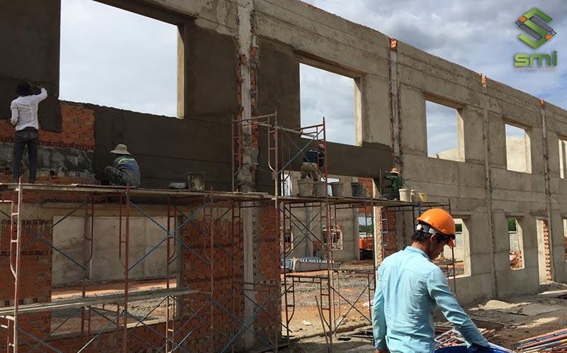 Nhà xưởng được xây dựng bằng bê tông cốt thép
